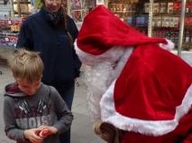10 bis 11 Dez 16 Aktion Tischerei Hermans Nikolaus mit Kind